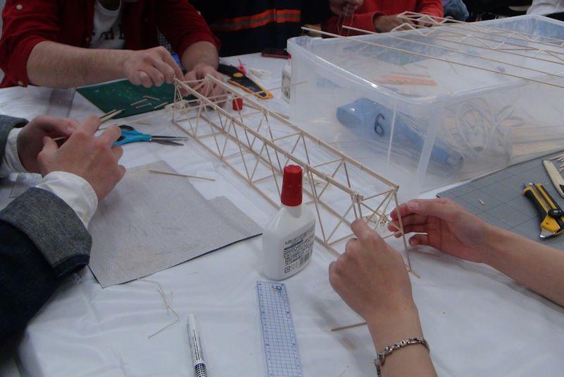 ブリッジコンテスト模型の製作の様子